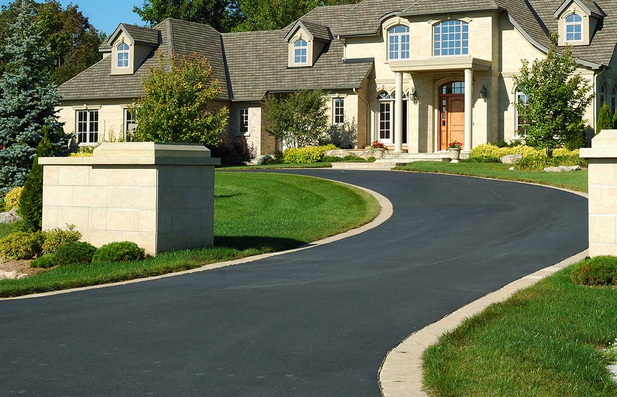LL-Pelling-large-private-residential-asphalt-driveway.jpg